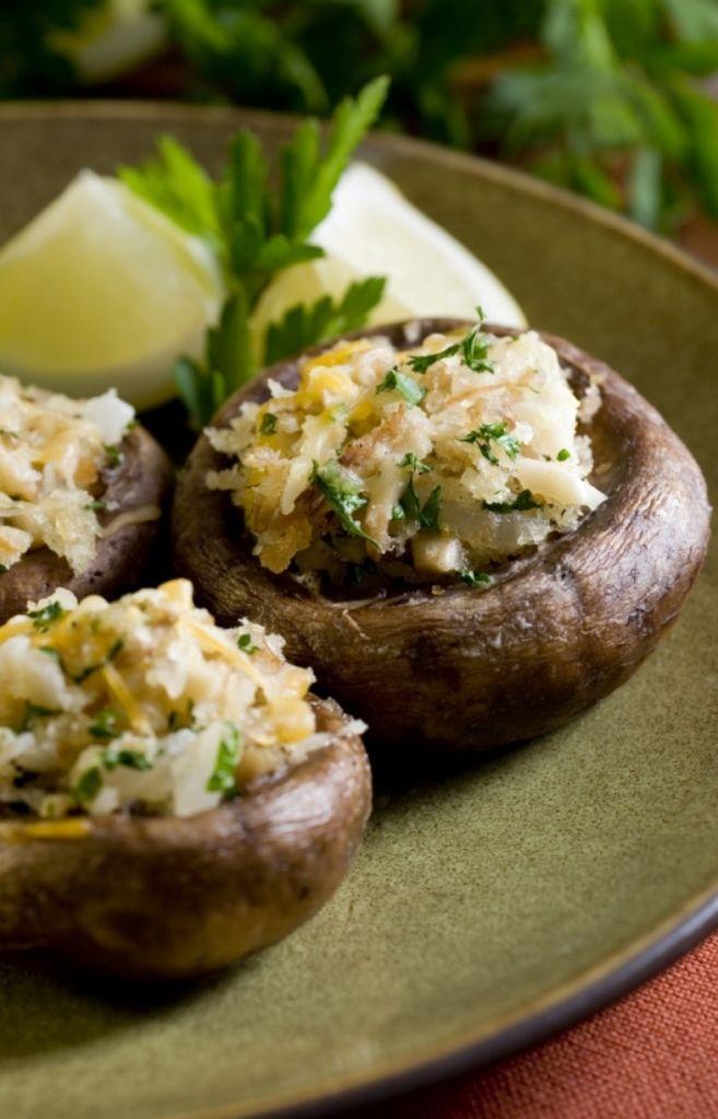 Gevulde champignons met geroosterde ui