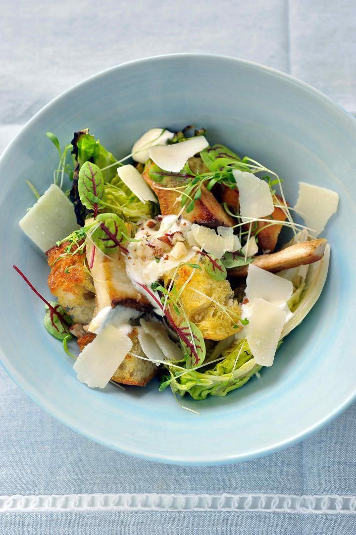 Caesarsalade met gegrilde slaharten