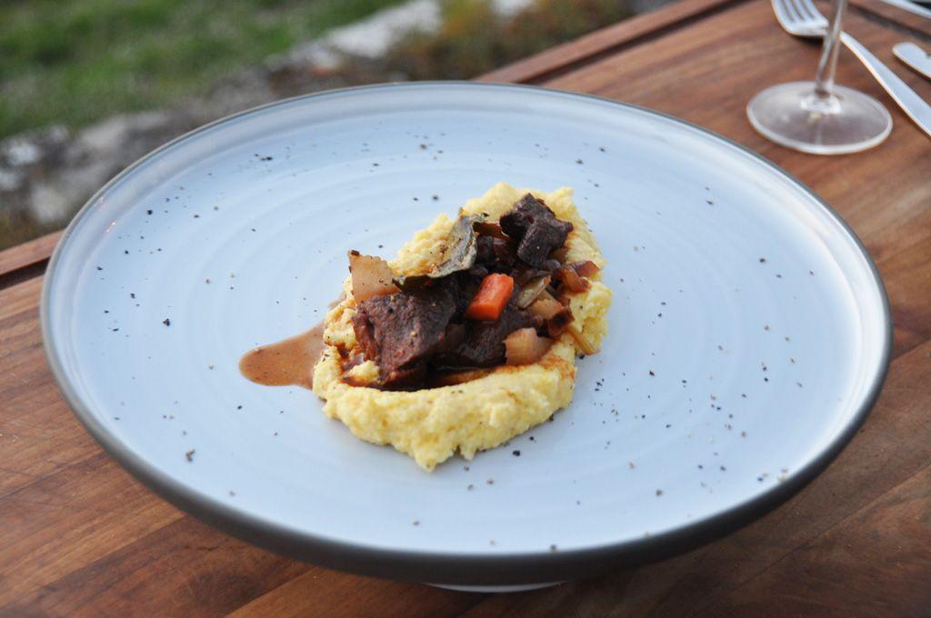 Stoofpotje van everzwijn met Chianti Classico en polenta