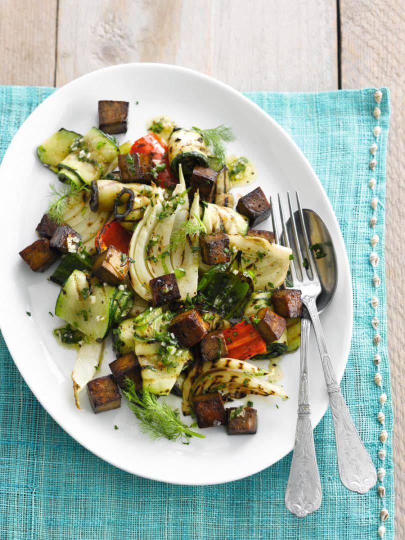 Geroosterde groentensalade met tofu in soja