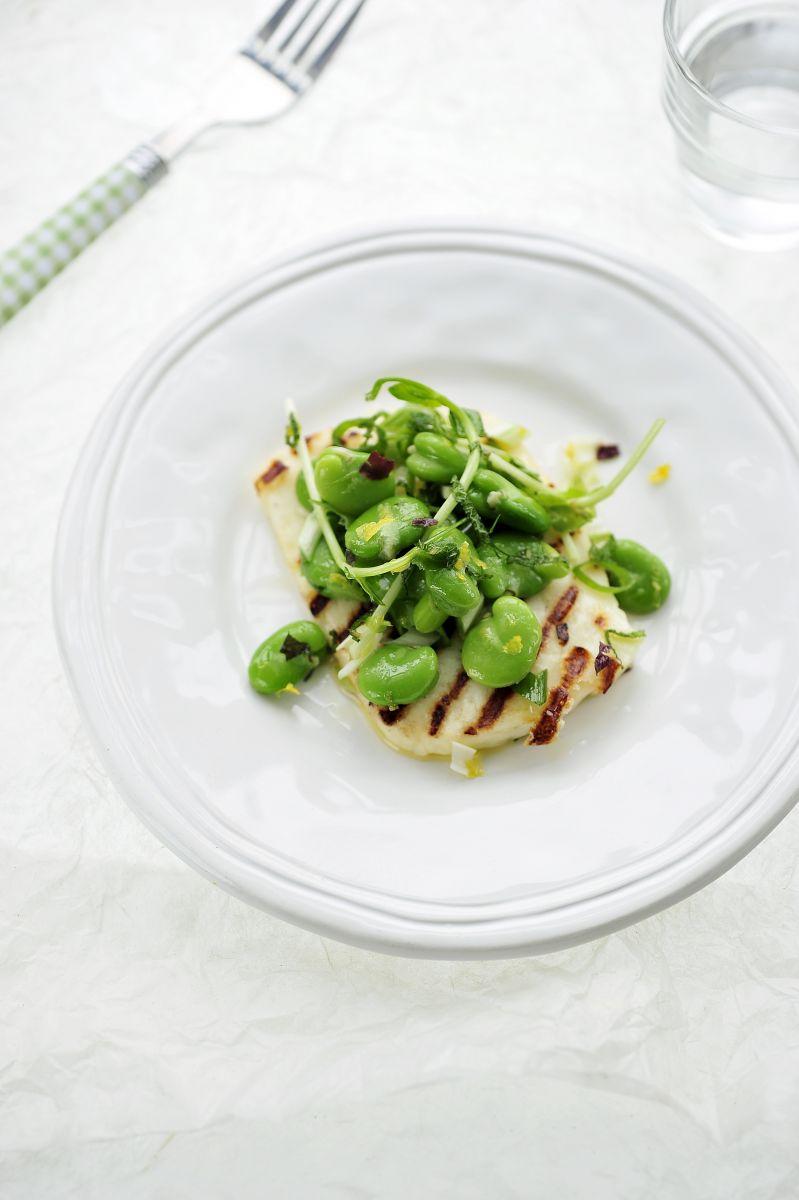 Salade van tuinbonen met gegrilde halloumi