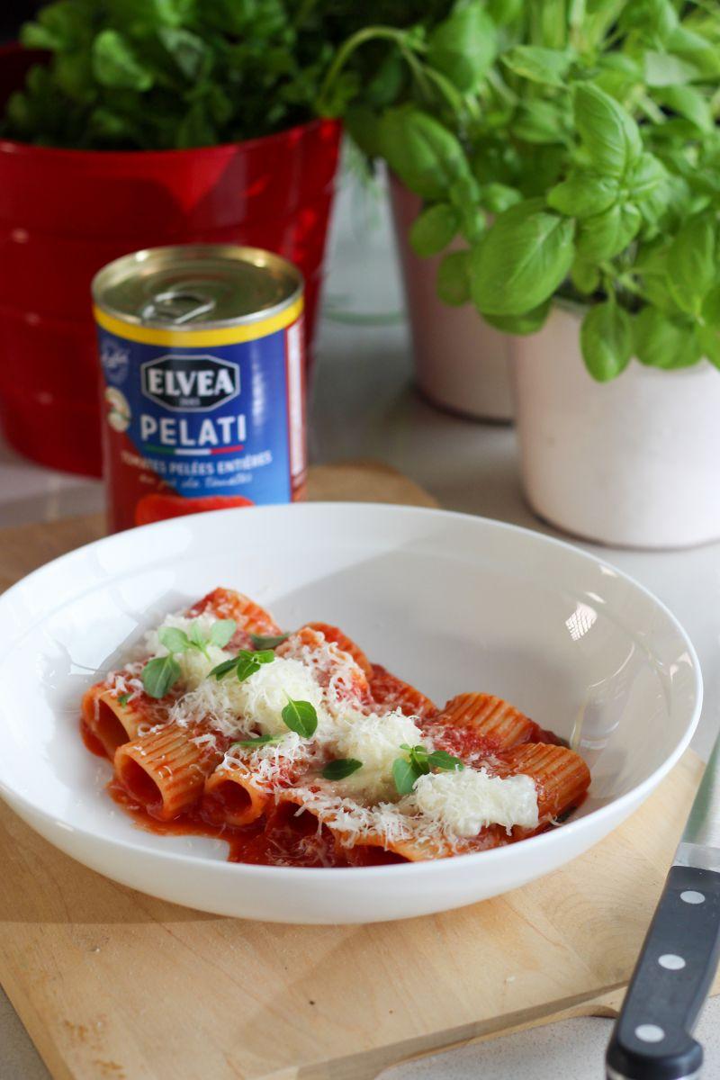 Paccheri met tomaat en mozzarella