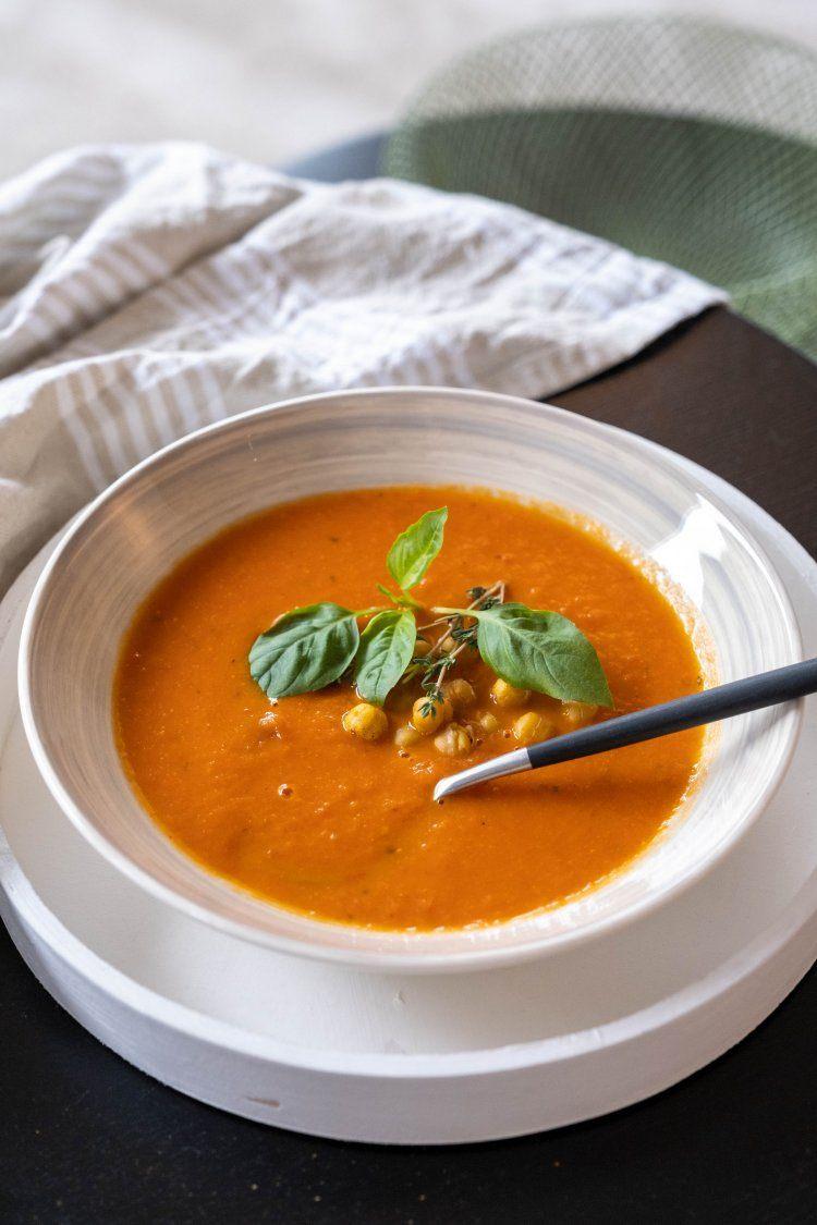 Tomatensoep met geroosterde kikkererwten