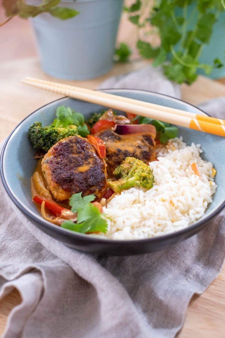 Thaise gehaktballetjes in rode curry