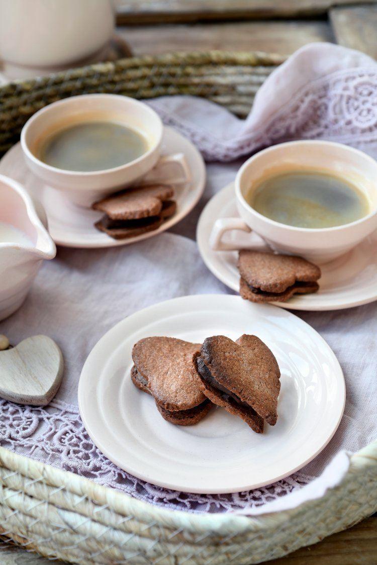 Valentijnskoekjes gevuld met chocoladeganache