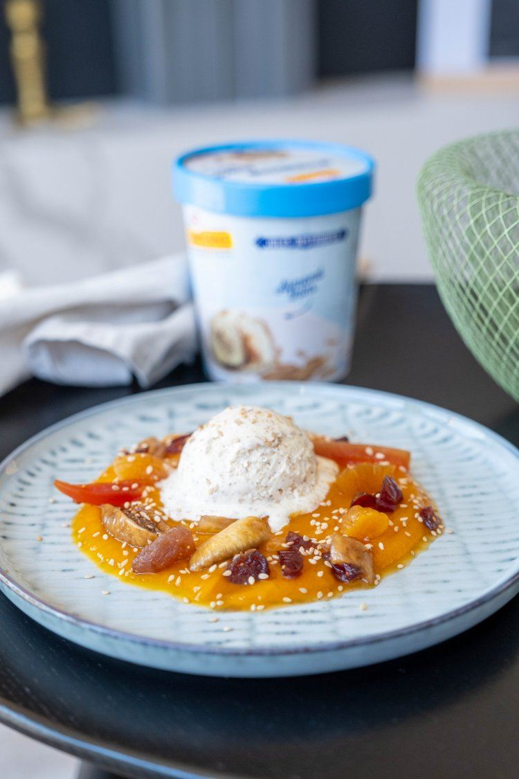 Crème van zoete aardappel met ijs en gedroogd fruit