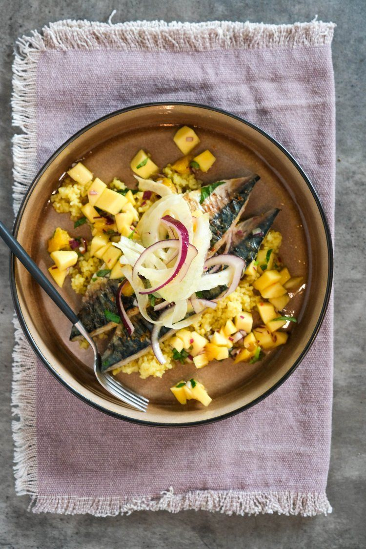 Gebakken makreel met mango en bulgur