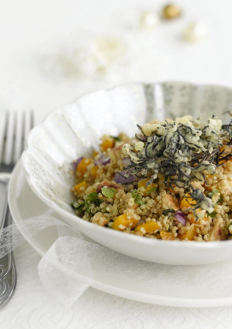 Quinoa salade met tempura van zeewier