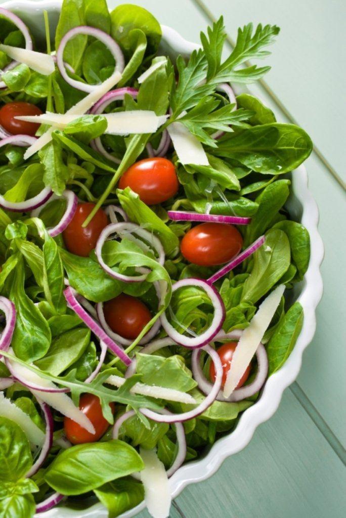 Zomerse salade met mosterdvinaigrette
