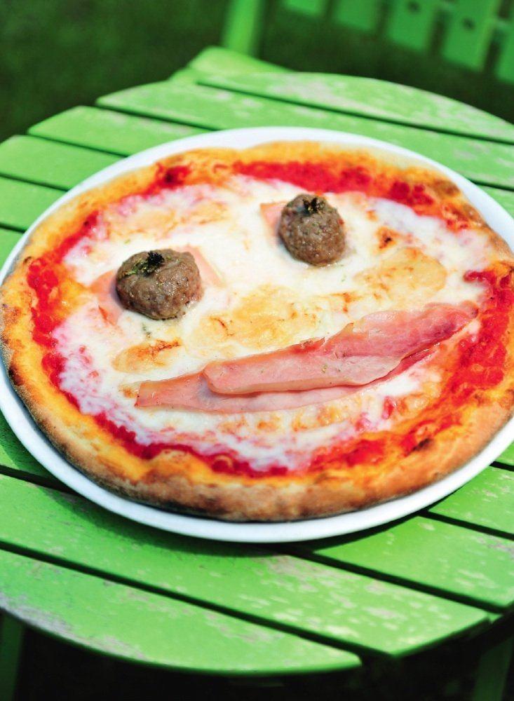 Pizza Bambino met hesp en gehaktballetjes