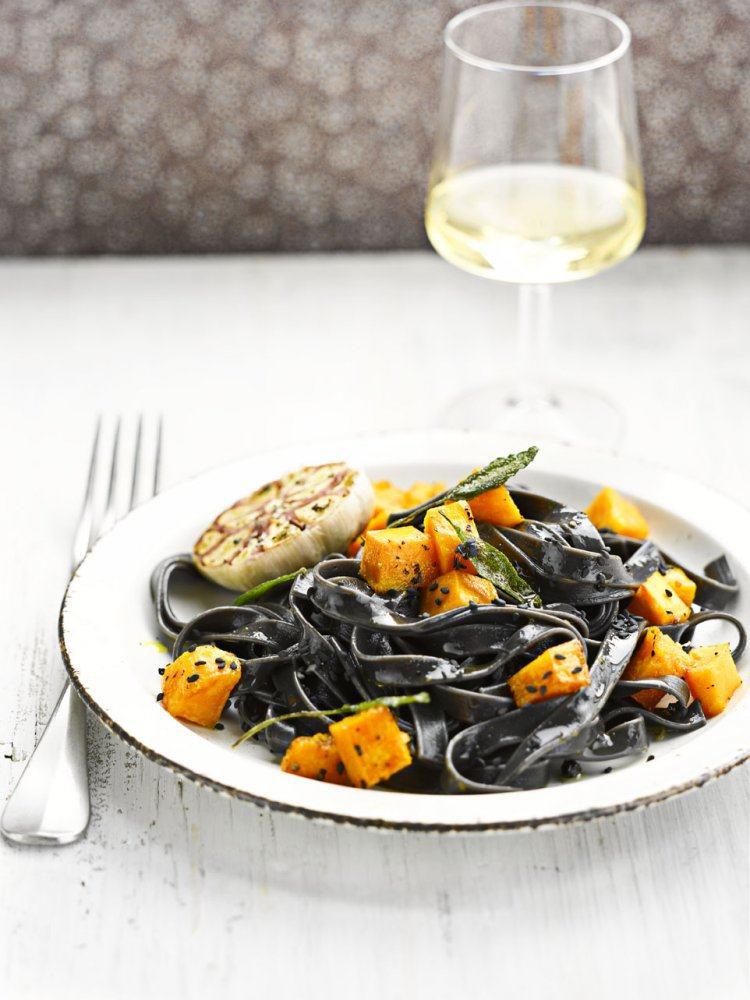 Zwarte pasta met pompoen