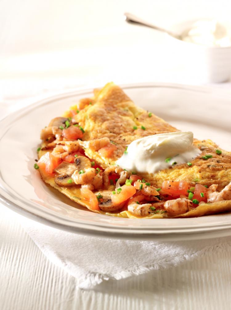 Omelet garnaal met tomaten en champignons
