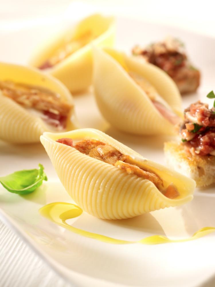 Gevulde pastaschelpen met kaassaus