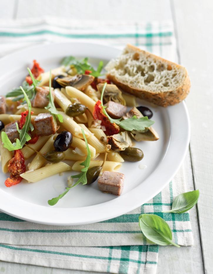 Pastasalade met tonijn, artisjok en kapperappeltjes