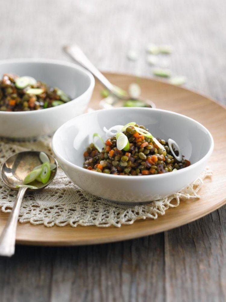 Linzensalade met bosuitjes en wortel