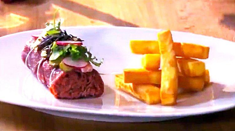 Huisgemaakte steak tartaar met frietjes
