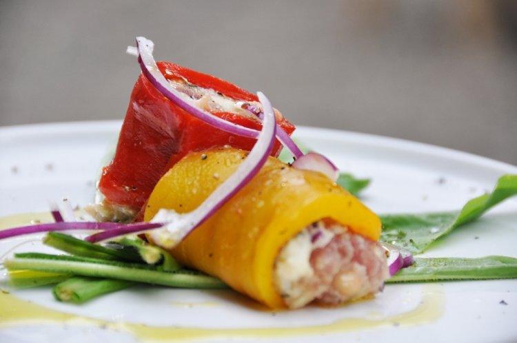 Gevulde paprika met zolfinobonen en tonijn