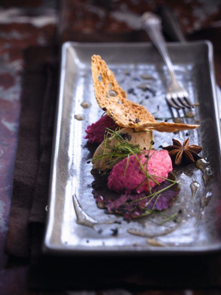 Foie gras met rode bietenmousse & jasmijnsaus