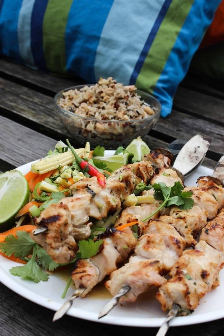 Thaise kipsatés met groentjes en rijst
