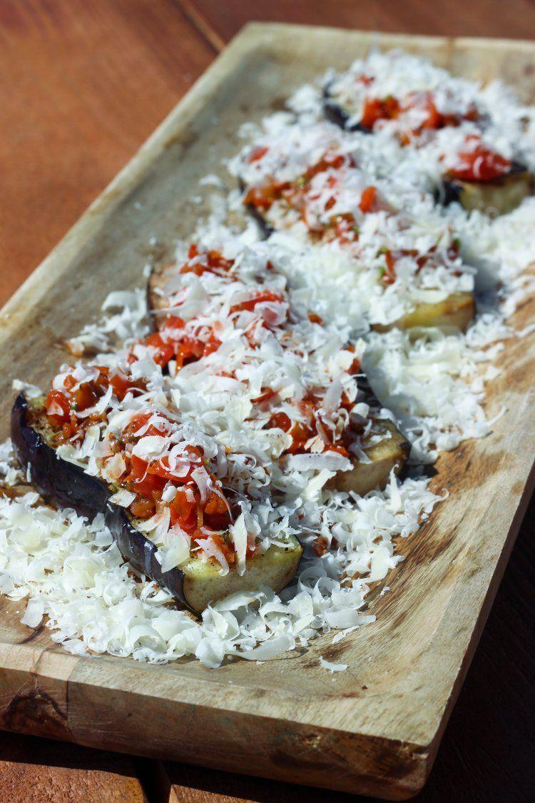 Gegrilde aubergines met tomatencompote